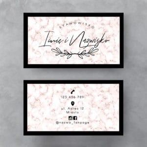 różowa wizytówka z marmurkiem
