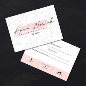marmurkowy bon podarunkowy do studia urody logo na plamie