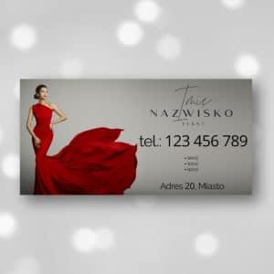 baner reklamowy z kobietą w czerwonej sukience