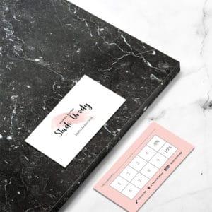 pastelowo różowa karta rabatowa do studia urody