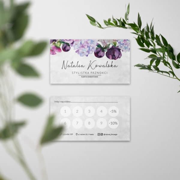 fioletowe kwiaty na karcie rabatowej