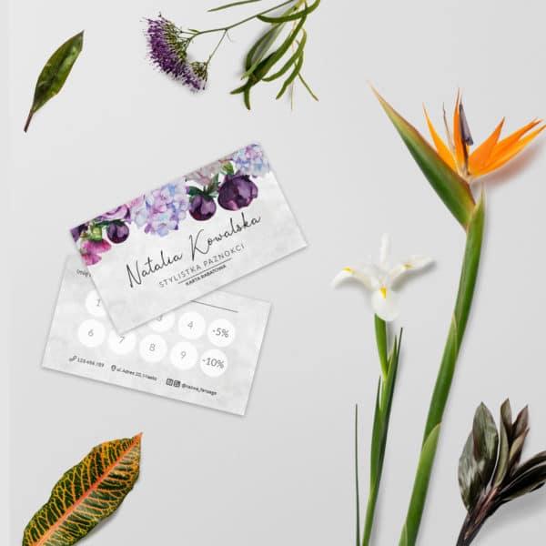 karta rabatowa z fioletowymi kwiatuszkami do salonu urody