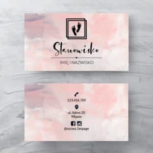 pastelowo różowa wizytówka do gabinetu podologicznego