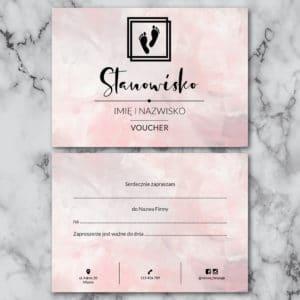 różowy voucher do gabinetu podologicznego