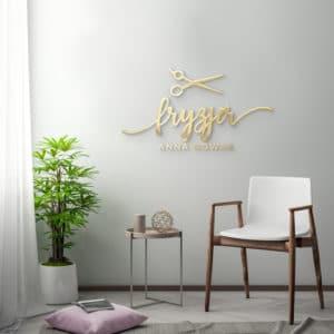logotyp z plexi na ścianę dla fryzjerki