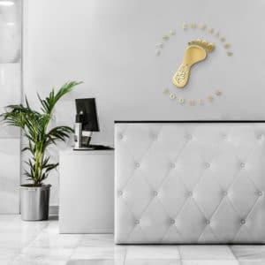 logo plexi na ścianę do gabinetu podologicznego