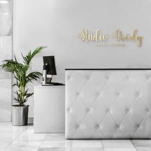 logo z plexi na ścianę do salonu kosmetycznego
