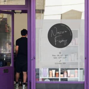 reklama na okno dla fryzjerki